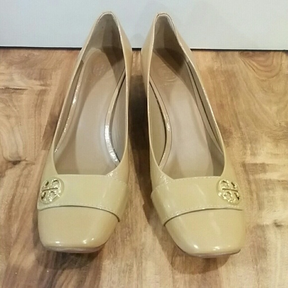 fe8fc902f01 Tory Burch Shoes - EUC Tory Burch Marion Nude Patent Leather Pumps